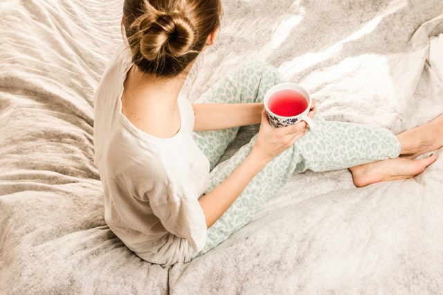 Simple self care tips and nightly routines to help give you relief if you have a lot of anxiety at night before you sleep. Life can be really hard when you're trying to go to bed by your mind won't stop! These are easy ideas to try to help relieve stress and anxiety at night time. #selfcare #mentalhealth #mindset #sleep #anxiety #healthylifestyle