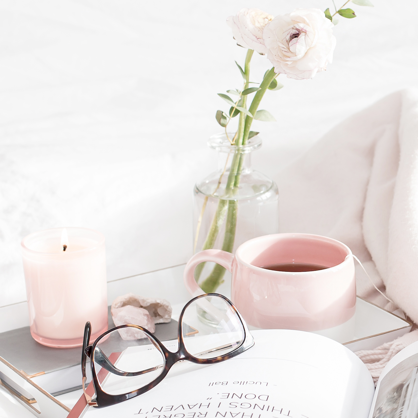 Self care ideas that really have the power to transform your #mentalhealth. This list is full of great activities and things to do to help you stress less and love yourself more. #mindset #inspiration #selflove #selfcare #bossbabe #momboss