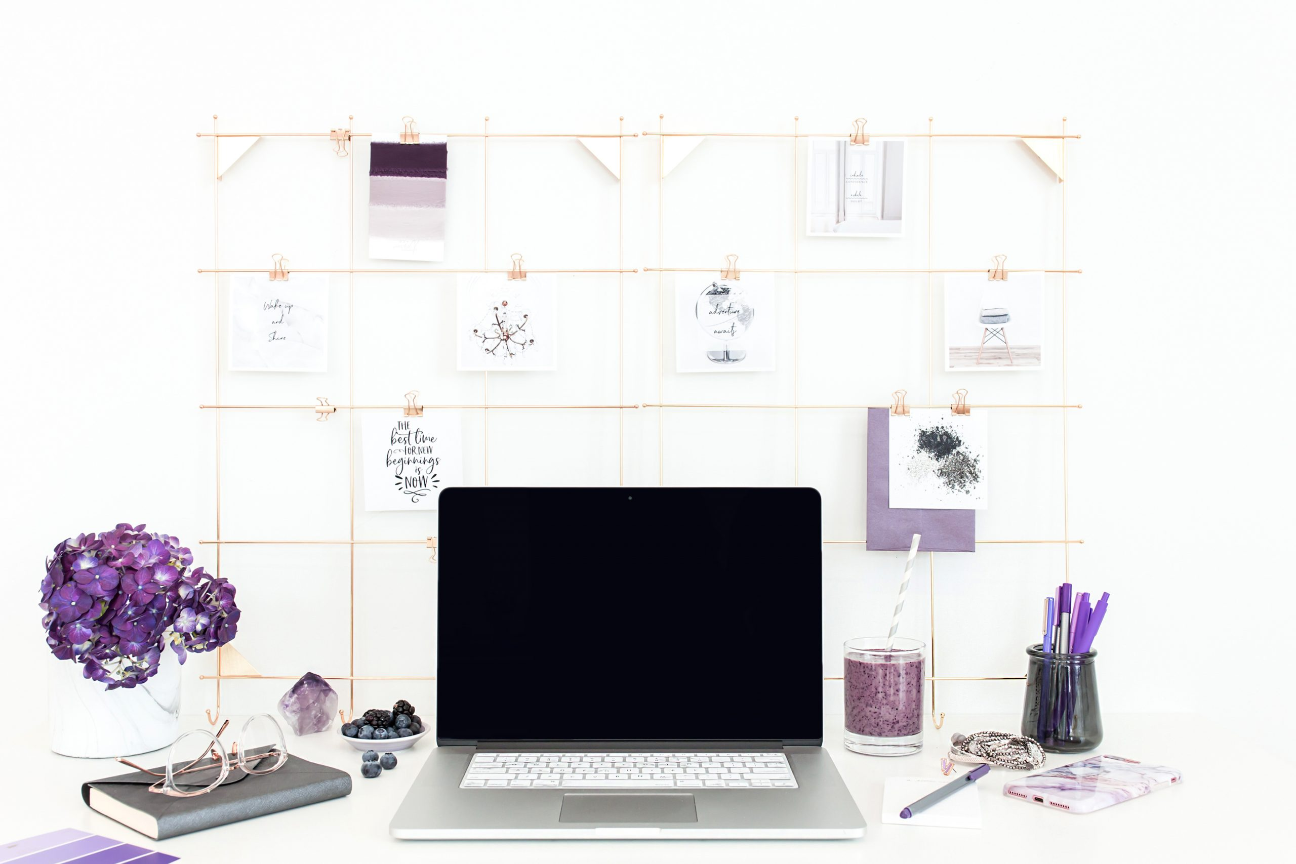 If you're sick of seeing your paper clutter everything and want a way to FINALLY manage your paper clutter at #home, these #ideas are great! Learn how to organize paper clutter using your extra wall space! They're not only fun, but a great way to finally get your #life organized the way you want it! #organization #momlife #mom #paper #declutter #family #organizing #bossbabe #office #officedecor